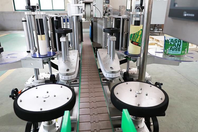 Máquina etiquetadora de botellas redondas planas con adhesivo de dos adhesivos Automaitc