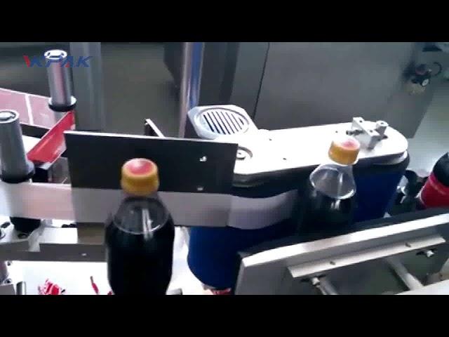 Etiquetadora automática de botellas de cola