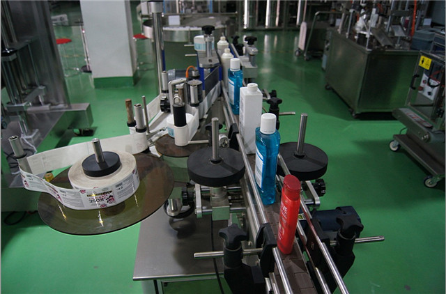 Configuración automática de etiquetadoras verticales de botellas redondas